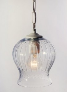 מנורת זכוכית מקומרת